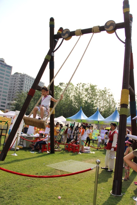 Really old school way to swing in Korea. It used to be for girls so they swung standing up.