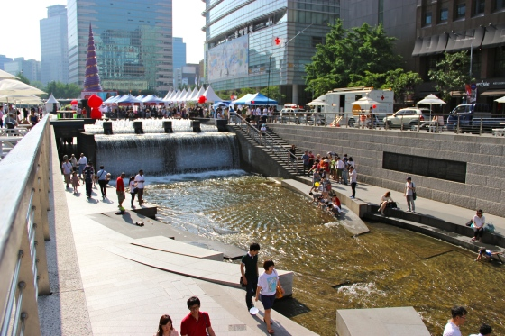 Chung-gae-chun. The former sewage, renovated river.