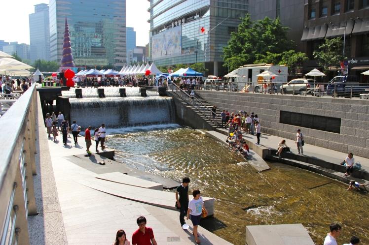 Chung-gae-chun. The former sewage, renovated river.