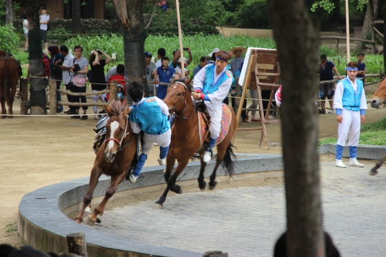 Acrobatics on horses!