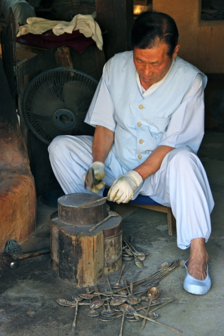 A real blacksmith making spoons.